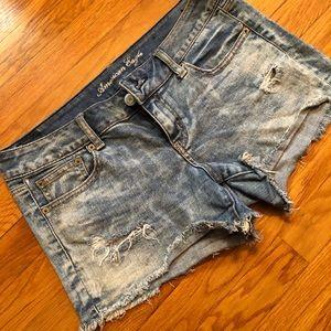 Cut off jean shorts - light wash